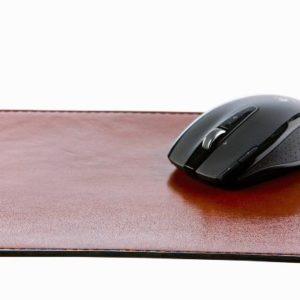 Musmatta I Läder – Matchande Accessoar Till Ditt Kontor